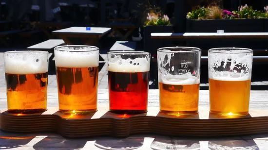一杯啤酒里有多少个泡泡科学家真的算出来了